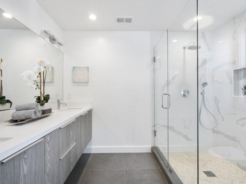 KUBICA reformas baños modernos Granada